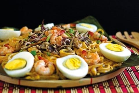 The World of Filipino Cooking .  Free tutorial with pictures on how to cook noodles in under 15 minutes by cooking with shrimp, squid, and water. Inspired by filipino. Recipe posted by Tuttle Publishing.  in the Recipes section Difficulty: Simple. Cost: Cheap. Steps: 9