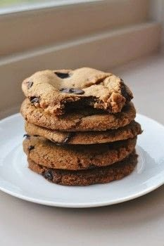 .  Free tutorial with pictures on how to bake a chocolate chip cookie in 5 steps by baking with salt, vanilla extract, and bicarbonate of soda. Inspired by vegan, cookies, and chocolate. Recipe posted by Jane Toner.  in the Recipes section Difficulty: 3/5. Cost: Cheap.