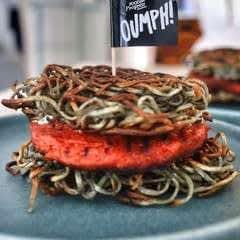 Vegan Ramen Oumph! Burgers