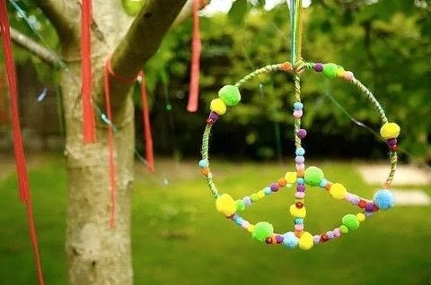 Spread some peace to the world! .  Free tutorial with pictures on how to make a bunting / garland in under 180 minutes by decorating with scissors, yarn, and pom pom. Inspired by peace signs. How To posted by DiY Blonde.  in the Other section Difficulty: 3/5. Cost: 3/5. Steps: 7