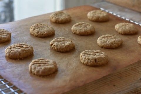 Make morsels of peanut butter deliciousness .  Free tutorial with pictures on how to bake a peanut cookie in under 25 minutes by baking with smooth peanut butter, muscovado sugar, and butter. Recipe posted by Holly.  in the Recipes section Difficulty: Easy. Cost: No cost. Steps: 7