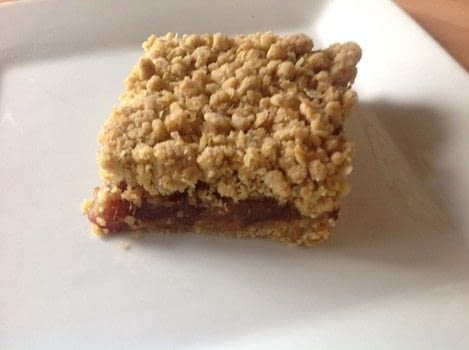 .  Free tutorial with pictures on how to bake a bar / slice in under 45 minutes by cooking and baking with dates, brown sugar, and water. Recipe posted by Super Madcow.  in the Recipes section Difficulty: Easy. Cost: Cheap. Steps: 7