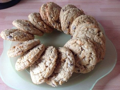 .  Free tutorial with pictures on how to bake an oatmeal cookie in under 30 minutes by cooking and baking with plain flour, bicarbonate of soda, and salt. Recipe posted by Super Madcow.  in the Recipes section Difficulty: Easy. Cost: Cheap. Steps: 6