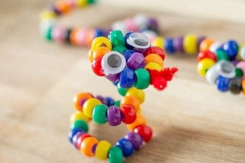 Create a bright, slithery friend! .  Free tutorial with pictures on how to make a beaded animal in under 15 minutes by beading with glue gun, pony beads, and eyes. Inspired by kids and snakes. How To posted by Diane H.  in the Other section Difficulty: Easy. Cost: Absolutley free. Steps: 6