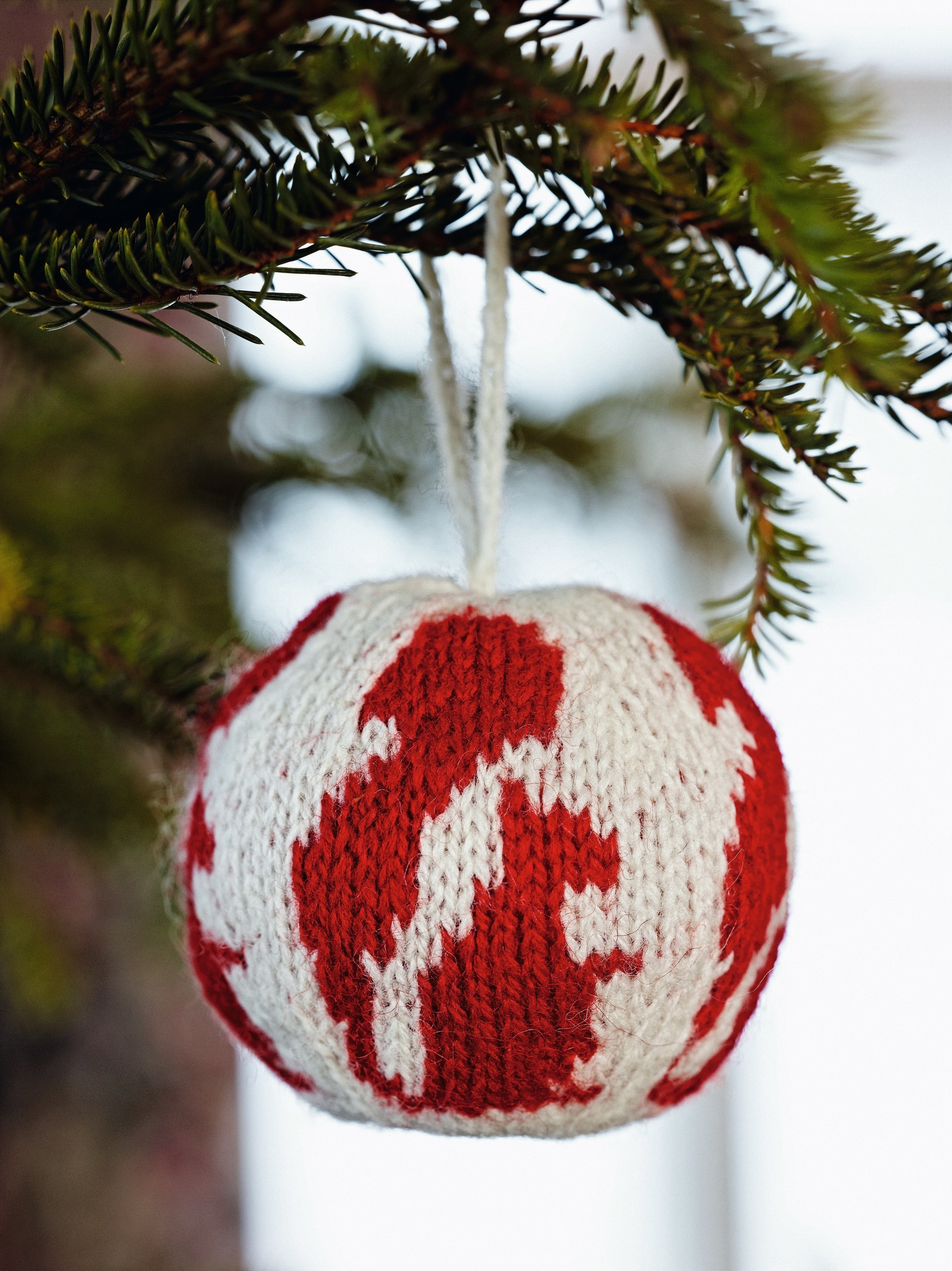 Squirrel Knitted Christmas Ball Extract From 55 Christmas Balls To Knit By Arne Nerjordet How To Make A Christmas Tree Ornament