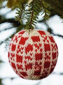 55 Christmas Balls to Knit .  Free tutorial with pictures on how to make a Christmas tree ornament in under 60 minutes by knitting with yarn and knitting needles. Inspired by christmas and squirrels. How To posted by Search Press.  in the Yarncraft section Difficulty: 3/5. Cost: 3/5. Steps: 2