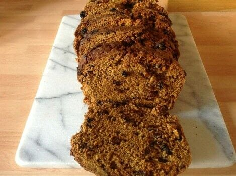 .  Free tutorial with pictures on how to bake a fruit loaf in under 60 minutes by cooking and baking with raisins, water, and plain flour. Recipe posted by Super Madcow.  in the Recipes section Difficulty: Easy. Cost: Cheap. Steps: 6