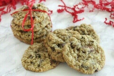 Chocolate Chip Pecan Oatmeal Cookie Mix Gift! .  Free tutorial with pictures on how to decorate a seasonal cookie in under 10 minutes by baking with all purpose flour, baking soda, and salt. Inspired by gifts, christmas, and cookies. Recipe posted by Southern Mom Loves.  in the Recipes section Difficulty: Easy. Cost: Cheap. Steps: 2