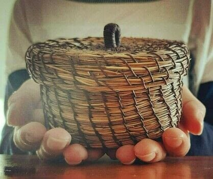 A little Basket made from Pine Needles .  Make a needlecraft by needleworking and weaving with pine needles and waxed thread. Creation posted by Alix Marie Abram.  in the Needlework section Difficulty: 3/5. Cost: Cheap.