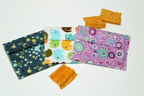 DIY Reusable Snack Bag .  Free tutorial with pictures on how to make a food cover / cozy in under 60 minutes by sewing with cotton, heat n bond, and velcro. How To posted by Dilys  T.  in the Sewing section Difficulty: Easy. Cost: Cheap. Steps: 7