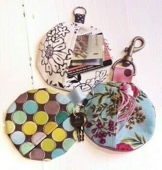 DIY, DIY craft, Easy sewing, DIY accessories, Fun sewing project .  Free tutorial with pictures on how to make a charm / keyring in under 60 minutes by sewing with woven fabric, 1 key ring or swivel hook, and ribbon. How To posted by Dilys  T.  in the Sewing section Difficulty: Easy. Cost: Cheap. Steps: 7