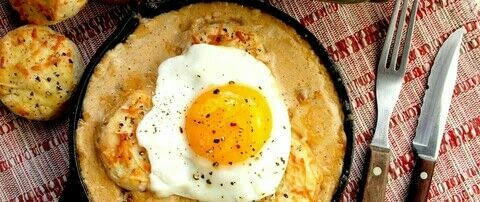 .  Free tutorial with pictures on how to cook a biscuits and gravy dish in under 70 minutes by cooking with freshly ground black pepper and cups. Recipe posted by Emily Ellyn.  in the Recipes section Difficulty: 3/5. Cost: Cheap. Steps: 1