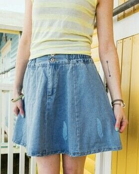 Beginner's Guide to Screen Printing .  Free tutorial with pictures on how to paint a painted skirt in under 180 minutes by screen printing with ballpoint pen, cutting mat, and craft knife. How To posted by Search Press.  in the Sewing section Difficulty: 3/5. Cost: 3/5. Steps: 17