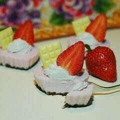 Mini Strawberry & Chocolate Treats