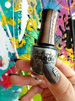 Monochrome Mani .  Free tutorial with pictures on how to paint a nail painting in under 60 minutes using polish, no-wipe gel topcaot, and silver chrome powder. How To posted by Lacquered Lawyer.  in the Beauty section Difficulty: Easy. Cost: Cheap. Steps: 3