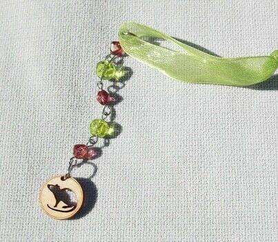 Fun DIY craft project! .  Free tutorial with pictures on how to make a Christmas tree ornament in under 10 minutes by beading, decorating, embellishing, and jewelrymaking with wire, wirecutters, and jump rings. Inspired by christmas. How To posted by Harmonee S.  in the Other section Difficulty: Simple. Cost: Cheap. Steps: 3