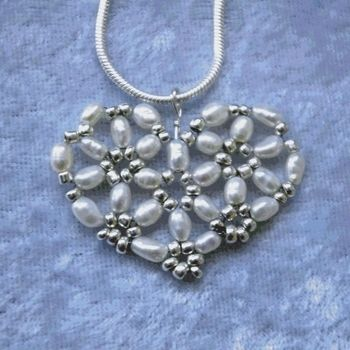 .  Make a beaded necklace in under 40 minutes by beading and jewelrymaking Inspired by hearts. Version posted by MoonBell. Difficulty: 3/5. Cost: Cheap.