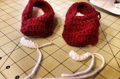 How to make a baby booties. Crochet Baby Converse - Step 5
