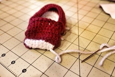 How to make a baby booties. Crochet Baby Converse - Step 6