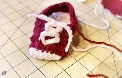 How to make a baby booties. Crochet Baby Converse - Step 9