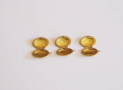 How to make a locket. Diy Confetti Medaillon Lockets - Step 1