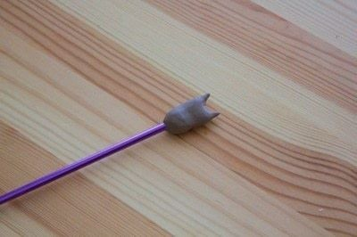 How to make an embellishments. Kitten Knitting Needle Ends - Step 1
