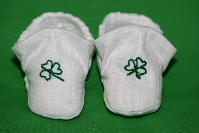 How to make a baby booties. Sublime Lucky Baby Shoes - Step 7