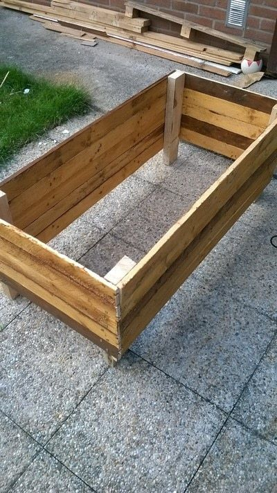 How to make a pallet planter. Pallet Planter - Step 10