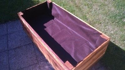 How to make a pallet planter. Pallet Planter - Step 13