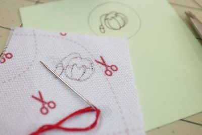 How to make a ring pin cushions. Mini Embroidery Hoop Pin Cushion Ring - Step 5