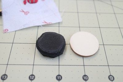 How to make a ring pin cushions. Mini Embroidery Hoop Pin Cushion Ring - Step 8