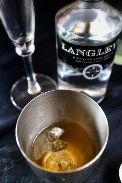 How to mix a gin cocktail. The Langley's Garden - Step 1