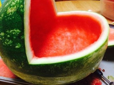 How to make a fruit salad. Watermelon Baby Carriage  - Step 2