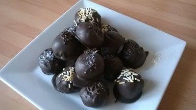 How to make a truffle. Cake Truffle Balls - Step 7