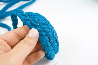 How to make a recycled bowl. Braided Yarn Bowl - Step 4