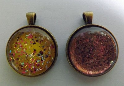 How to make a pendant necklace. Nail Varnish Pendants - Step 1