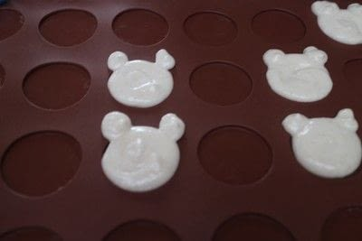 How to bake a macaron. Bearcaroons - Step 3