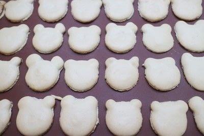 How to bake a macaron. Bearcaroons - Step 5