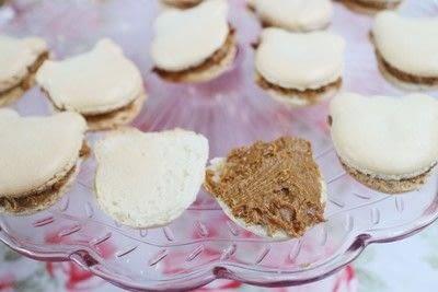 How to bake a macaron. Bearcaroons - Step 6