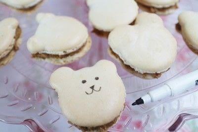 How to bake a macaron. Bearcaroons - Step 7