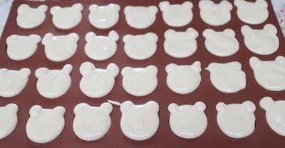 How to bake a macaron. Bearcaroons - Step 4