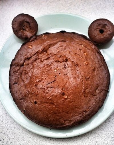 How to decorate an animal cake. Chocolate & Peanut Butter Bearthday Cake - Step 5