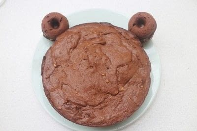 How to decorate an animal cake. Chocolate & Peanut Butter Bearthday Cake - Step 8