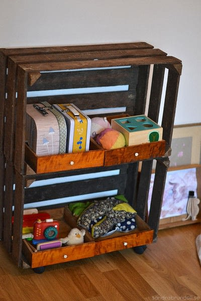 How to make a bookcase / cubby. Wheeled Wooden Crate Shelf - Step 3