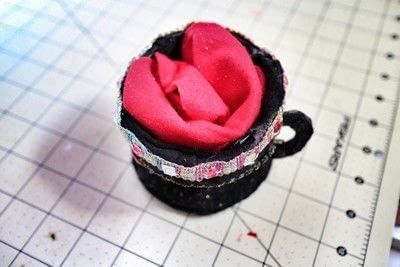 How to make a tea cup hat. Teacup Fascinator - Step 14