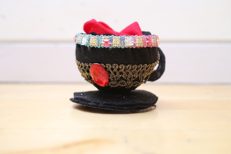 Teacup fascinator how to make a tea cup hat decorating for How to decorate a hat for a tea party