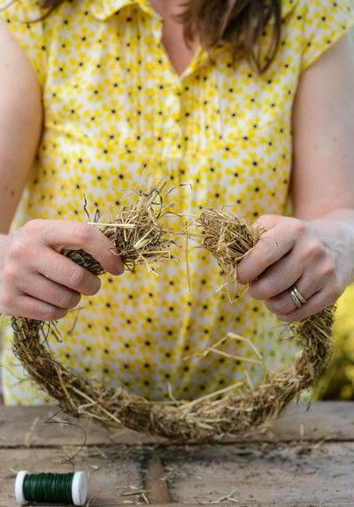 How to make a floral wreath. Dried Summer Wreath - Step 2
