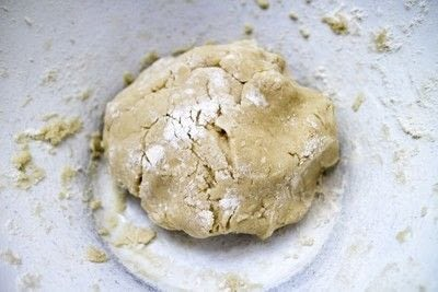 How to bake a sandwich cookie. Gin & Tonic Sandwich Biscuits - Step 4