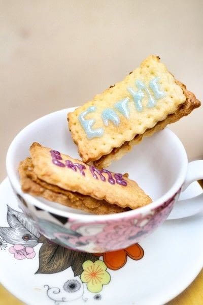 How to bake a sandwich cookie. Gin & Tonic Sandwich Biscuits - Step 10