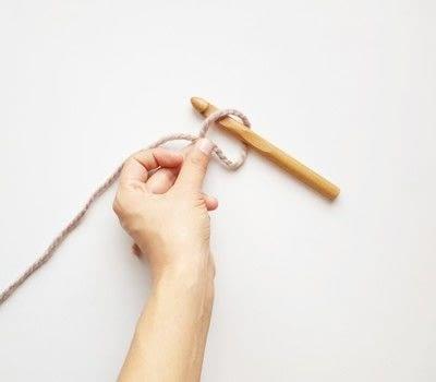 How to crochet a magic loop. Magic Loop - Step 2